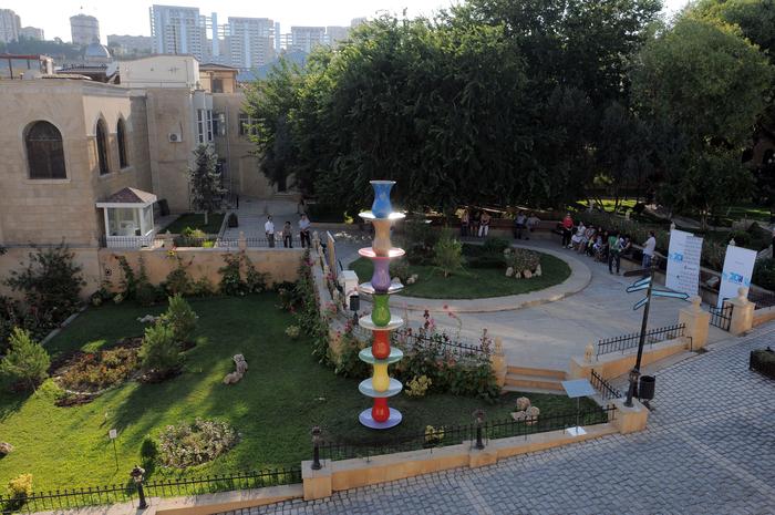 В рамках «012 Baku Public Art Festival» представлено произведение художника Наиля Алекперова «Семь красавиц» - ФОТО