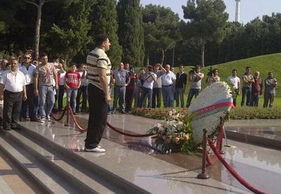 Рамиль Сафаров почтил память Гейдара Алиева и шехидов - ФОТО