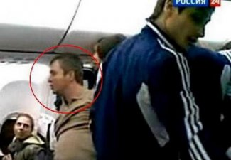 Eye witness footage: Russian footballers neutralise a drunk & unruly airplane passenger