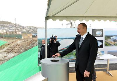 Ильхам Алиев заложил фундамент Дворца водных  видов спорта в Баку - ФОТО