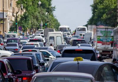 На дорогах Баку сложилась тяжелая ситуация