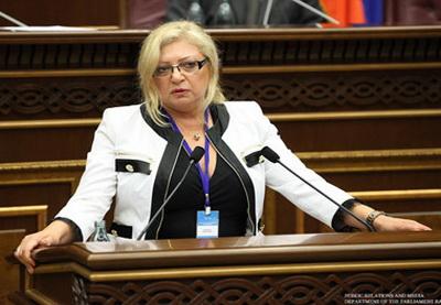 Омбудсмен Молдовы укрылась от преследующей ее толпы в одном из посольств в Ереване - ОБНОВЛЕНО