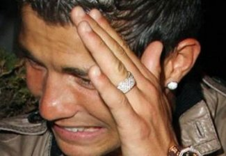 Роналдо плачет!