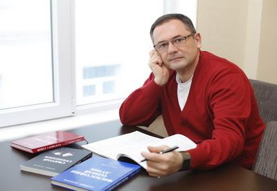 Писатель Бахтияр Мамедов: «Я был обычным бакинским парнем, но когда в 39 лет мне сказали, что у меня болезнь Паркинсона, все изменилось»