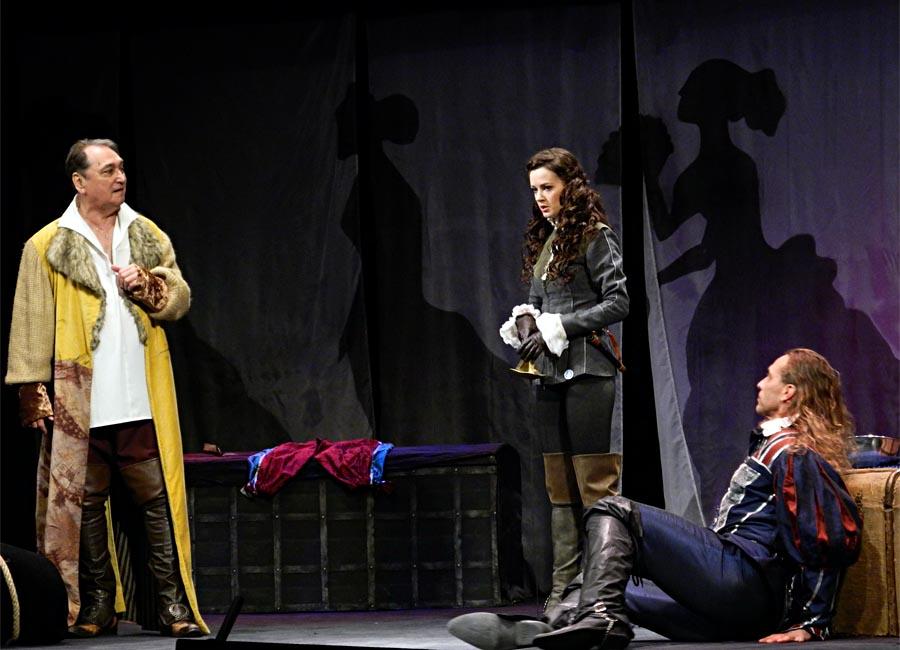В Баку представлен спектакль «Завещание целомудренного бабника» - ФОТО
