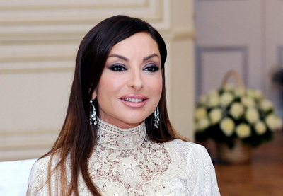Первая леди Азербайджана удостоена награды «Премия женского совершенства шехида Беназир Бхутто-2013»