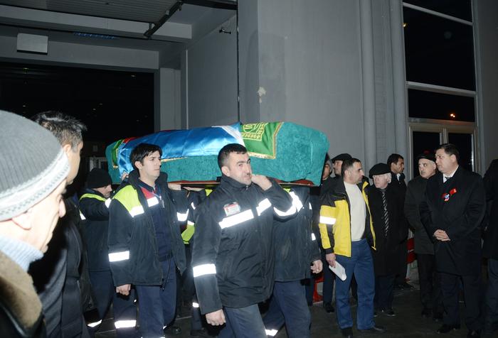 Тело Вугара Гашимова доставлено в Баку - ФОТО