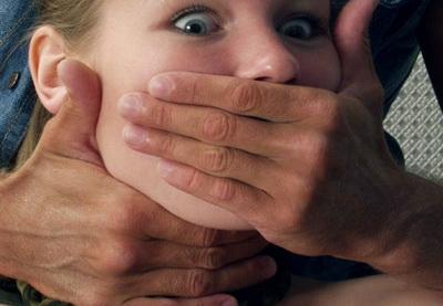 порно изнасилование младшей сестры фото