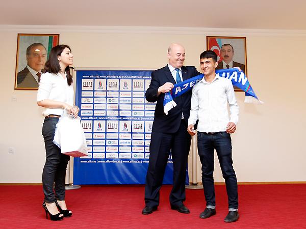 Асим Худиев наградил лучшего бомбардира U-15 Лиги прошлого сезона – ФОТО