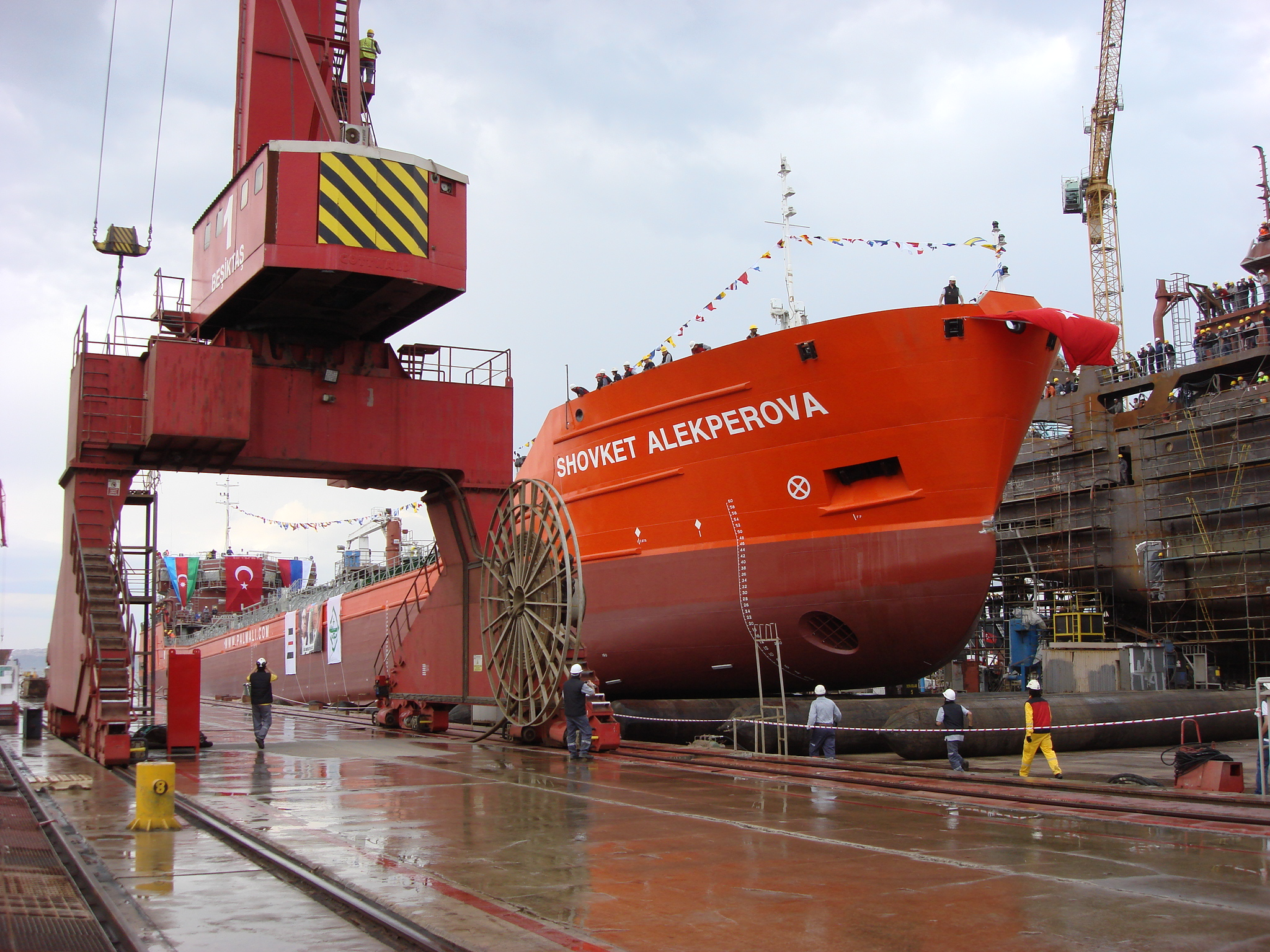 Спущен на воду танкер «Шовкет Алекперова» - ФОТО