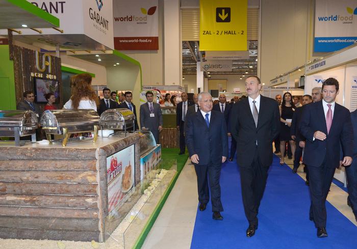 Ильхам Алиев ознакомился с выставками World Food Azerbaijan-2014 и Agrihort Azerbaijan-2014 - ФОТО