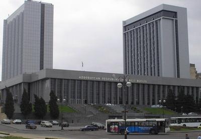 Азербайджанские депутаты отправились с визитом в Берлин