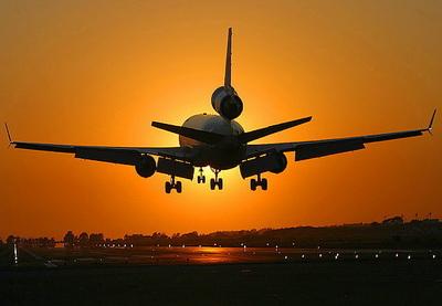 Первый самолет авиакомпании AZAL благополучно приземлился в Нью-Йорке - ФОТО