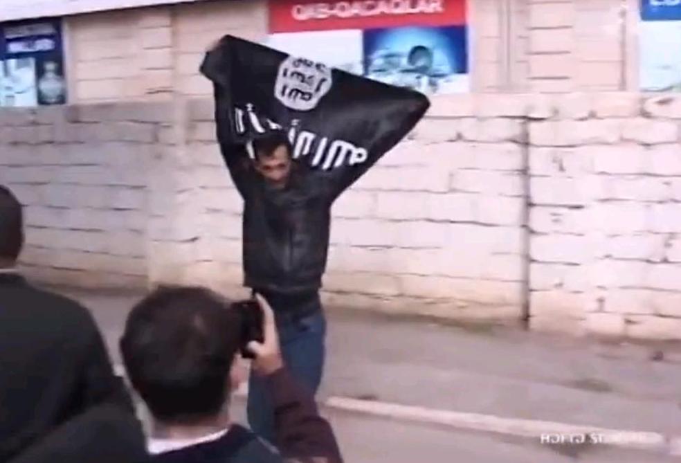 Задержаны лица, поднявшие флаги ИГИЛ на оппозиционном митинге в Баку – ФОТО