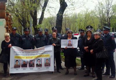 Матери погибших в армянской армии солдат провели акцию протеста – ФОТО