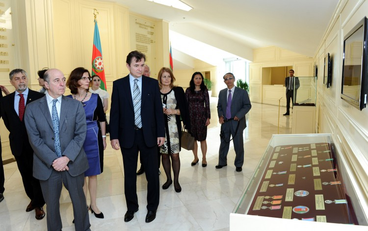 тысячи дипломатические представительства в азербайджане еще
