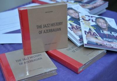 Свой 50-летний юбилей Раин Султанов отметил презентацией книги - ФОТО