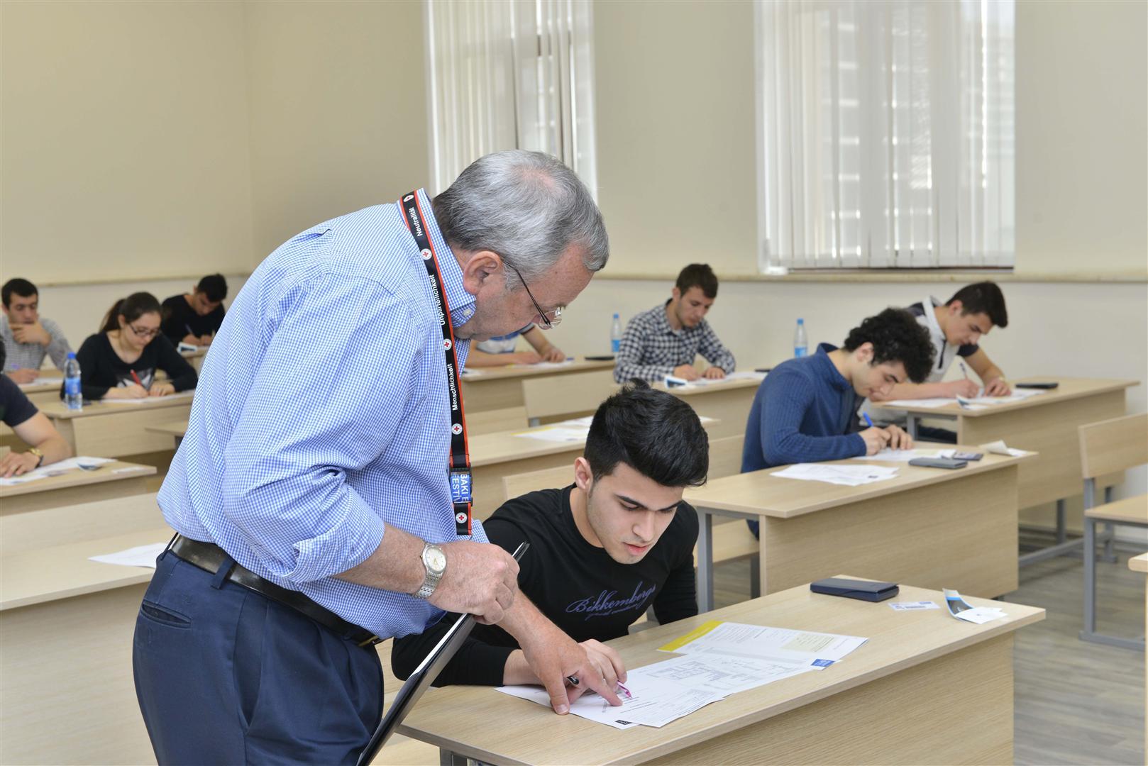 Студентка пришла сдавать экзамен, Студентки сдали экзамен профессору устно 9 фотография