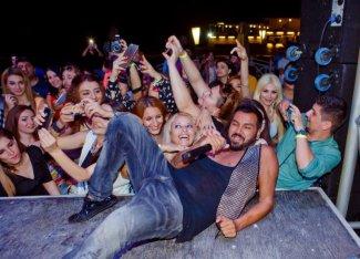 Невероятный ажиотаж фанаток Азиса на концерте скандального певца в Баку – ФОТО – ВИДЕО