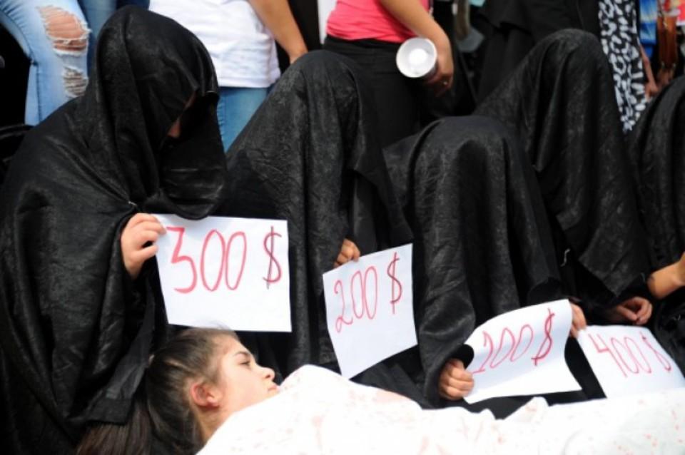 видео рабство девушек