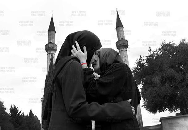 Две целующиеся девушки фото фото 536-205