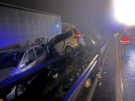 ВСловении случилось крупнейшее вистории страны ДТП: столкнулись 70 авто