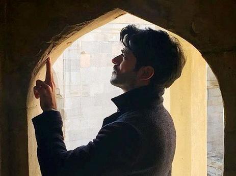 Бурак Озчевит продолжает знакомить с Баку три миллиона подписчиков в Instagram – ФОТО