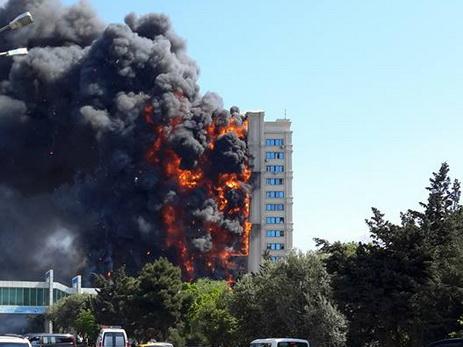 Продлен срок ареста обвиняемых в пожаре на проспекте Азадлыг в Баку, во время которого погибли 15 человек