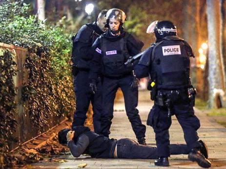 Предполагаемые террористы ранили троих полицейских вБрюсселе