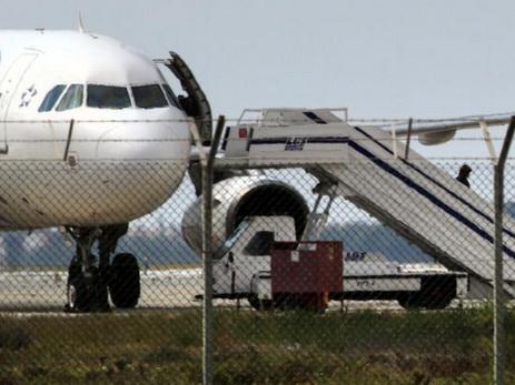 НаКипре допрашивают угонщика самолета, вЕгипте— его сестренку