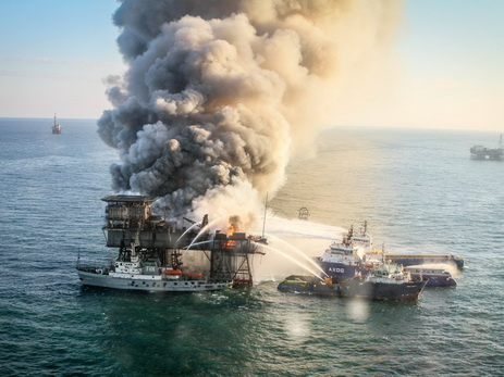 Танкер PALFLOT 2 буксируют кБакинскому заводу глубоководных оснований