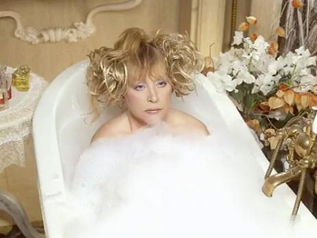 голая обнажённая певица максим с парня ванне с пеной