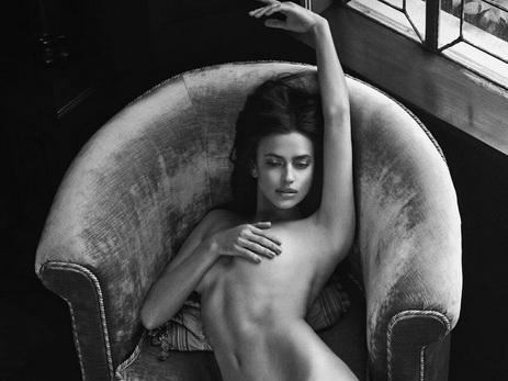 Сексуальная Ирина Шейк полностью обнажилась для новой фотосессии