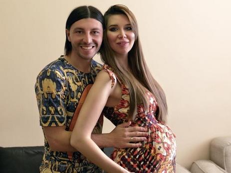 Азербайджанский футболист и модель впервые стали родителями  – ФОТО