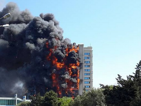 Не удовлетворены ходатайства обвиняемых в страшном пожаре в доме на проспекте Азадлыг - ОБНОВЛЕНО