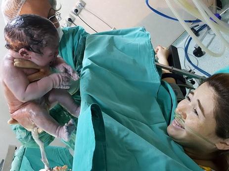 Певица Эльнара Халилова прокомментировала снимок из родильной палаты, вызвавший резонанс в сети - ФОТО