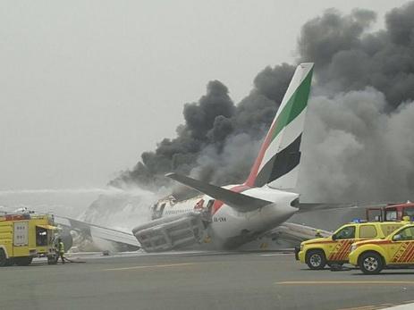 Всети интернет появилось видео изсалона горящего самолета вДубае