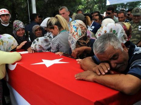 Турецкие военные нанесли авиаудары поРПК наюго-востоке страны