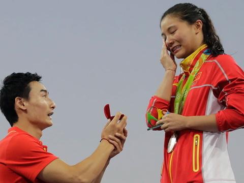 Китайской спортсменке сделали предложение нацеремонии награждения