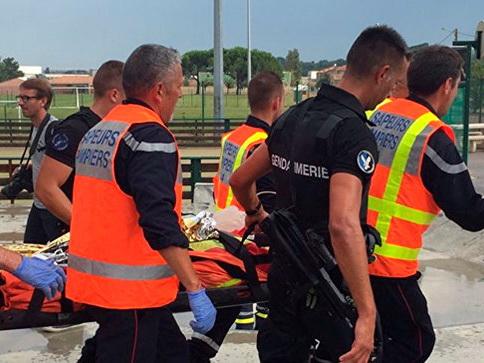 ВоФранции поезд наехал надерево, пострадали 60 человек