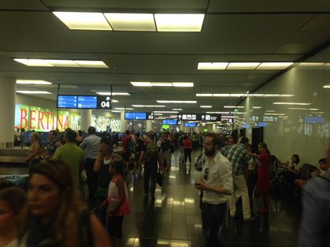 Десятки рейсов отменены ввенском аэропорту из-за технических трудностей