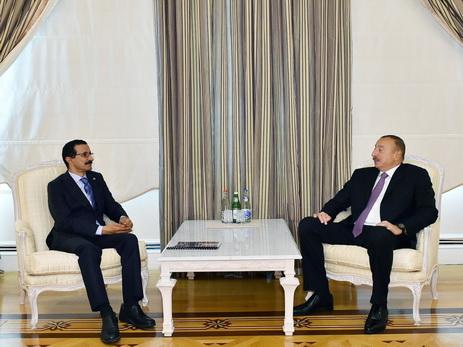 Ильхам Алиев принял председателя и исполнительного директора группы компаний DP World - ФОТО