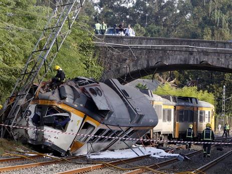 Два человека погибло в итоге железнодорожной трагедии вИспании