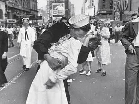 Погибла участница именитого снимка «Поцелуй наТаймс-сквер»