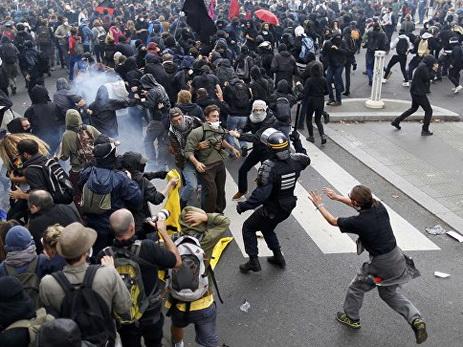 Встолице франции впроцессе акции протеста пострадали 12 человек