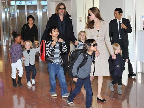 Анджелина Джоли кормит детей фастфудом, чтобы отвлечь ихотпереживаний