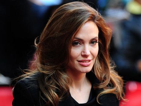 СМИ заставили супруга Энистон прокомментировать расставание Джоли иПитта