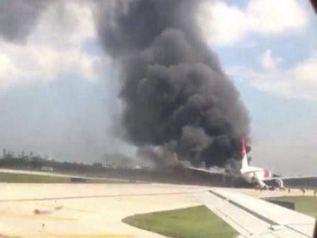Самолёт FedEx зажегся при аварийной посадке вштате Флорида— США