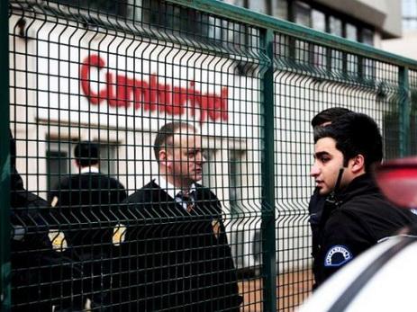 Cуд вТурции арестовал девять сотрудников газеты Cumhuriyet