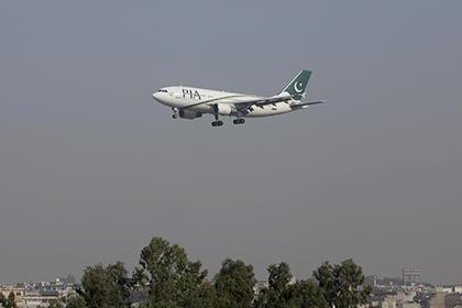 Горы накрыла стена огня: размещены фото разбившегося вПакистане самолета